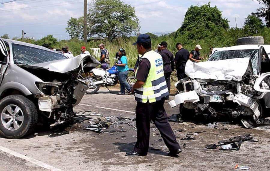 LAMENTABLE: Mueren dos personas en aparatoso accidente de motocicleta